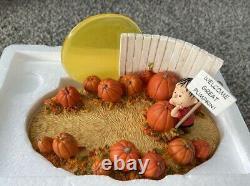 2006 Hallmark Pumpkin Patch Display Base Linus Charlie Brown Lucy Snoopy Sally