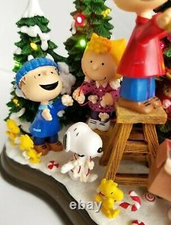 Danbury Mint Christmas Time Is Here Peanuts Charlie Brown Tree Lighted Decor
