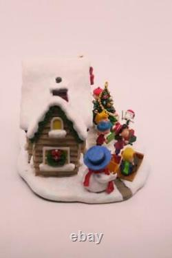 Danbury Mint PEANUTS Lighted Christmas Cottage Snoopy Charlie Brown Woodstock