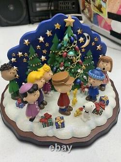 Danbury Mint Peanuts Christmas Carolers Charlie Brown Snoopy & Friends
