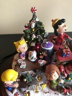 Danbury Mint Peanuts Christmas Sleigh Charlie Brown Snoopy Lights Up Mint