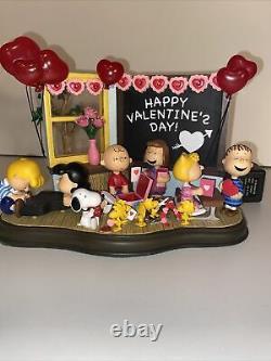 Danbury Mint Peanuts Gang Charlie Brown Snoopy Be My Valentine Day Figurine