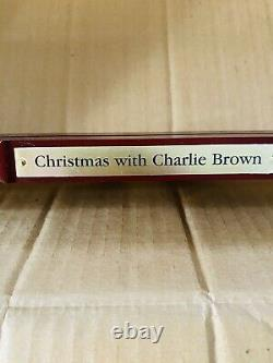 Danbury Mint Peanuts Snoopy Christmas with Charlie Brown Panoramic Plate Holder