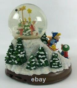 Danbury Mint Peanuts ULTIMATE WINTER Christmas SNOW GLOBE Charlie Brown Snoopy