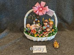 Danbury Mint The Charlie Brown Easter Egg-Stravaganza Snoopy Peanuts Gang