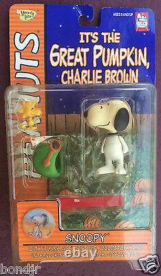 ITS THE GREAT PUMPKIN, CHARLIE BROWN Peanuts HALLOWEEN Toys by Playing Mantis