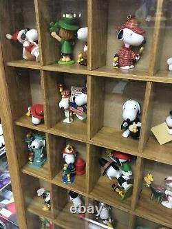 Lot Of (32) Hallmark Keepsake Peanuts (Snoopy, Charlie Brown) Ornaments In Case