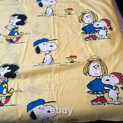 Peanuts 1972 Bed Cover Coverlet Full Size 80 X 108