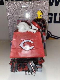 Snoopy Cincinnati Reds Snoopys Holiday Dog House Charlie Brown Not A Bobblehead
