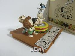 Snoopy Peanuts Charlie Brown Hallmark Gallery Limited Ed Figure Figurine 2018