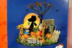 Snoopy Peanuts Dept 56 Halloween Lit Figurine Scene Great Pumpkin Charlie Brown