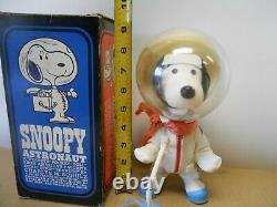 Vintage 1969 astronaut snoopy IOB peanuts charlie brown toy