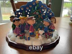Arachides Snoopy Charlie Brown Christmas Carolers Danbury Mint Candle Nouveau