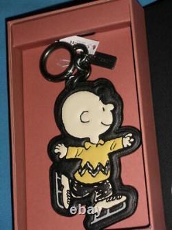 Coach X Peanuts Charlie Brown Ice-skating Charm Dans Snoopy Box. 20926 B