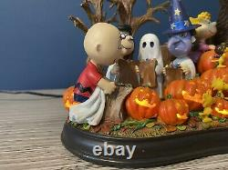 Danbury Mint Bienvenue, Great Pumpkin! Brown Charlie Halloween Sculpture Snoopy