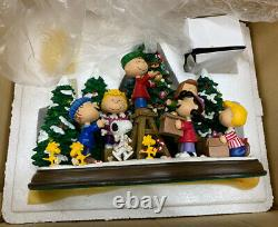 Danbury Mint Peanuts Christmas Time Is Here Charlie Brown Snoopy & Friends