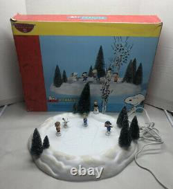 Dept 56 Peanuts On Ice Animated Ice Skating Pond Snoopy Lucy Linus Charlie Brown