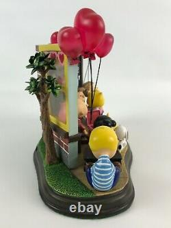La Monnaie Danbury Peanuts Bonne Saint-valentin! Éclairé Charlie Brown Sculpture