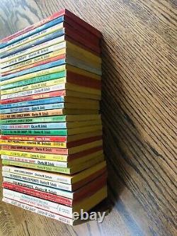 Lot De 32 Vintage Charles Schulz Peanuts Charlie Brown Snoopy Livres De Fawcett