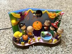 Peanuts The Danbury Mint Halloween Party Light Up Statue Figurine Charlie Brown