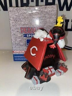 Snoopy Cincinnati Reds Snoopys Holiday Dog House Charlie Brown Pas Un Bobblehead
