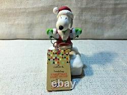 Snoopy Peanuts Gang Hallmark Christmas Charlie Brown Light Show Musical