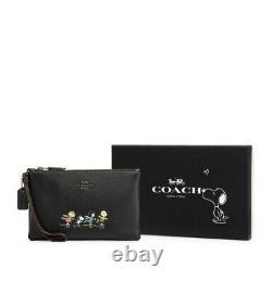 T.n.-o.- Coach X Peanuts Snoopy Charlie Brown Dans Friends Leather Wristlet Wallet
